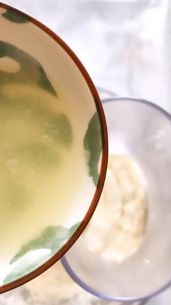 Pour Lemon juice for garlic paste