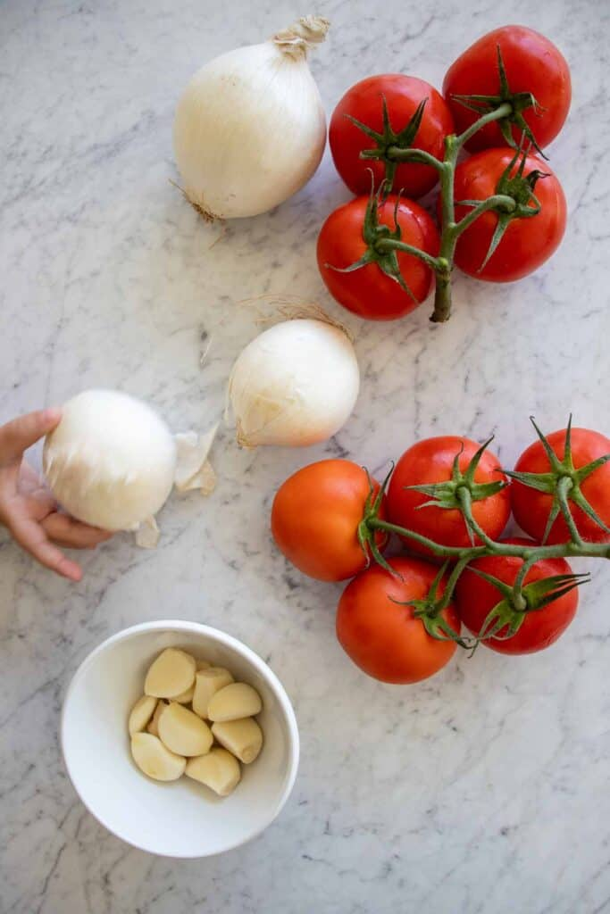 ingredients to make tomato sauce with onion