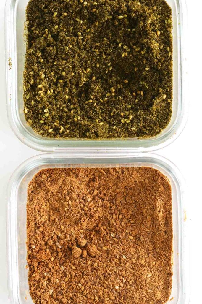 red za'atar and green za'atar next to each other for comparison