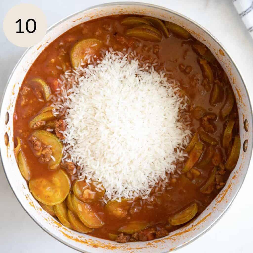 add long grain rice to the mahshi sliced kousa pot