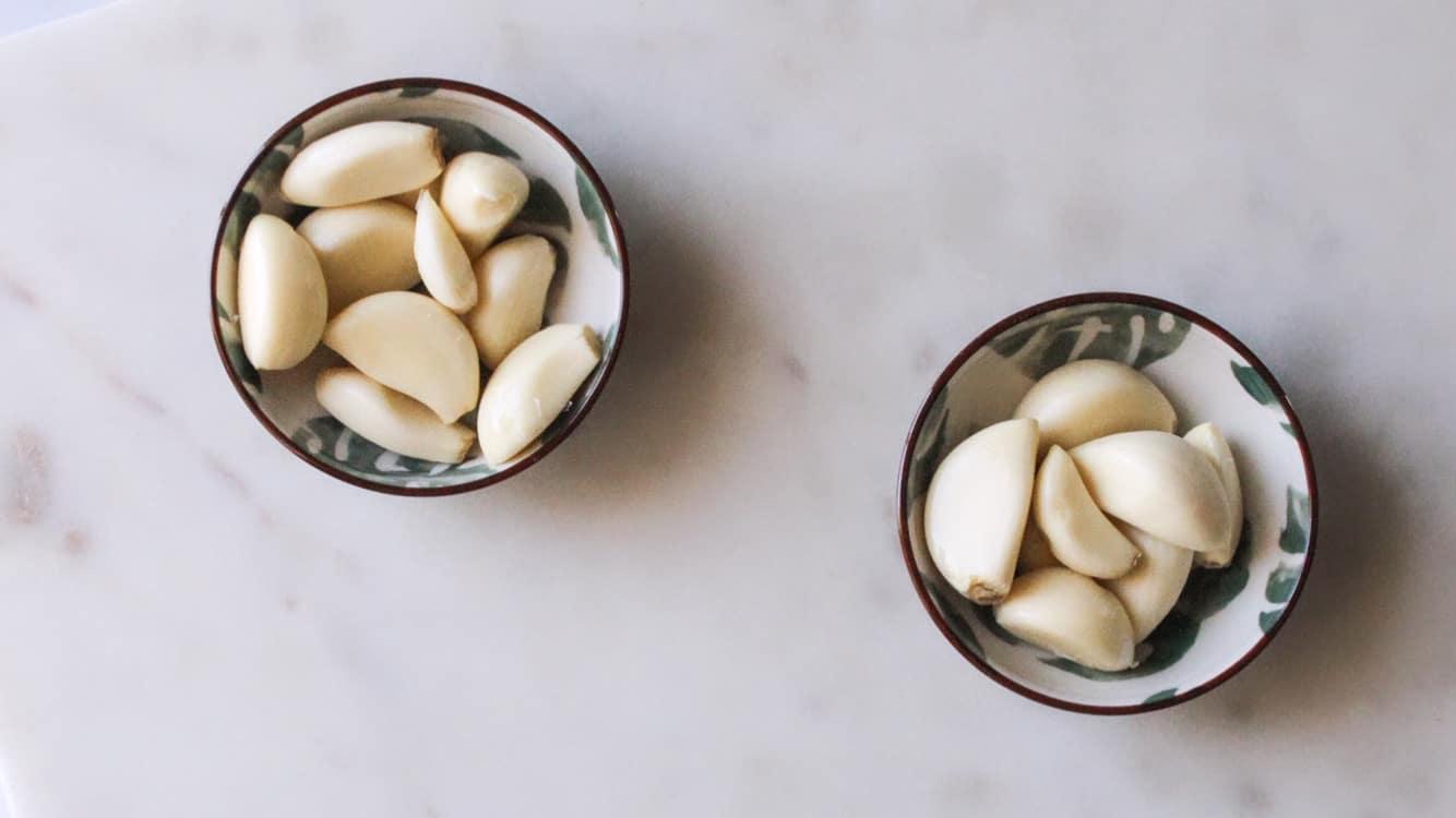 garlic cloves in bowls