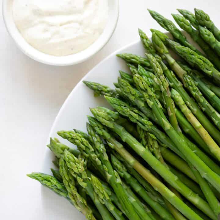 blanched asparagus with garlic aioli