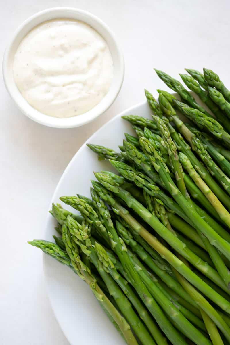 blanched asparagus and garlic aioli