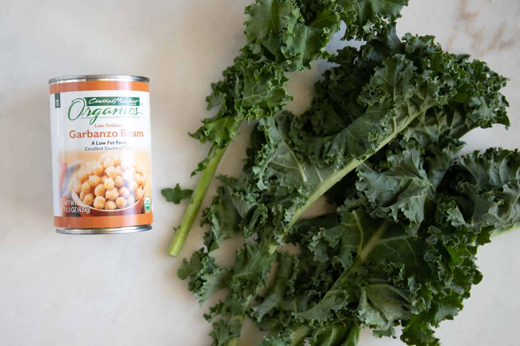 kale leaves and canned chickpeas